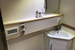 deb 5 bathroom 1