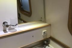 deb 5 bathroom 2