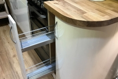 Pull-out shelving