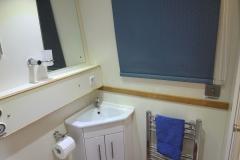 lo 5 bathroom 1